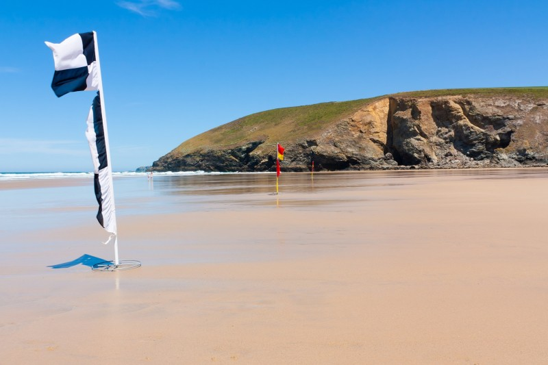 Dog friendly beaches in Cornwall - Mawgan Porth