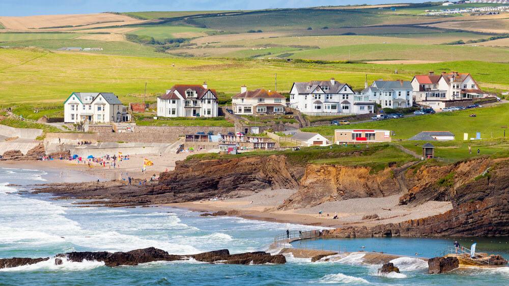 Beaches in Cornwall - Crooklets Beach